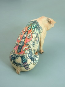 Wim Delvoye Donata, 2005 Stuffed, tattooed pig 63 x 110 x 50 cm Burger Collection, Inv. Nr. 1768 © Wim Delvoye